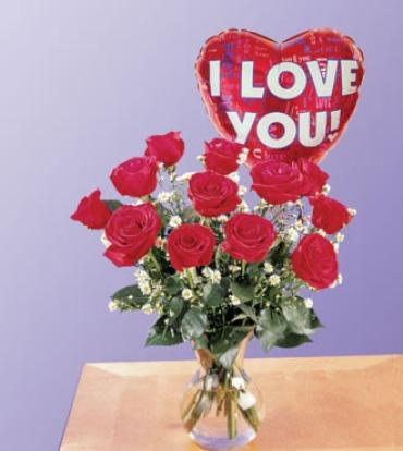 DOZEN VASED ROSES WITH MYLAR BALLOON